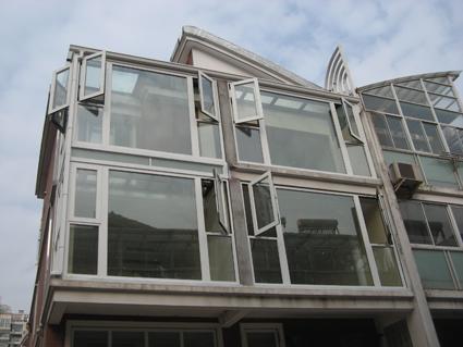 北面露台钢结构阳光房施工完毕
