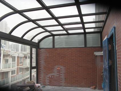 北面露台钢结构阳光房室内图